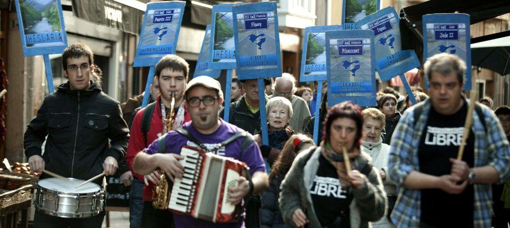 Foto: Manifestación en apoyo de imputados por un delito de enaltecimiento del terrorismo. (EFE)