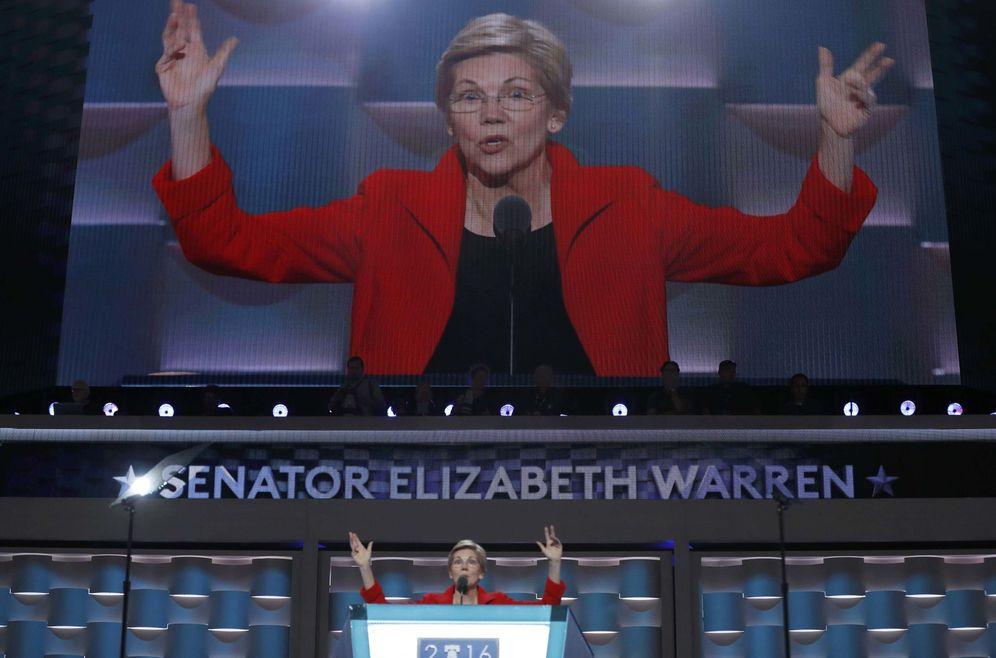 Foto: Elizabeth Warren habla durante la Convención Nacional Demócrata en Filadelfia, en julio de 2016 (Reuters)