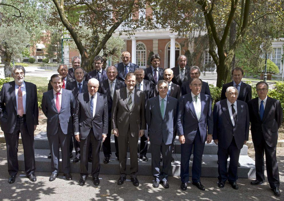 Foto: El presidente del Gobierno, Mariano Rajoy, posa con los integrantes  del  Consejo Empresarial para la Competitividad. (EFE)