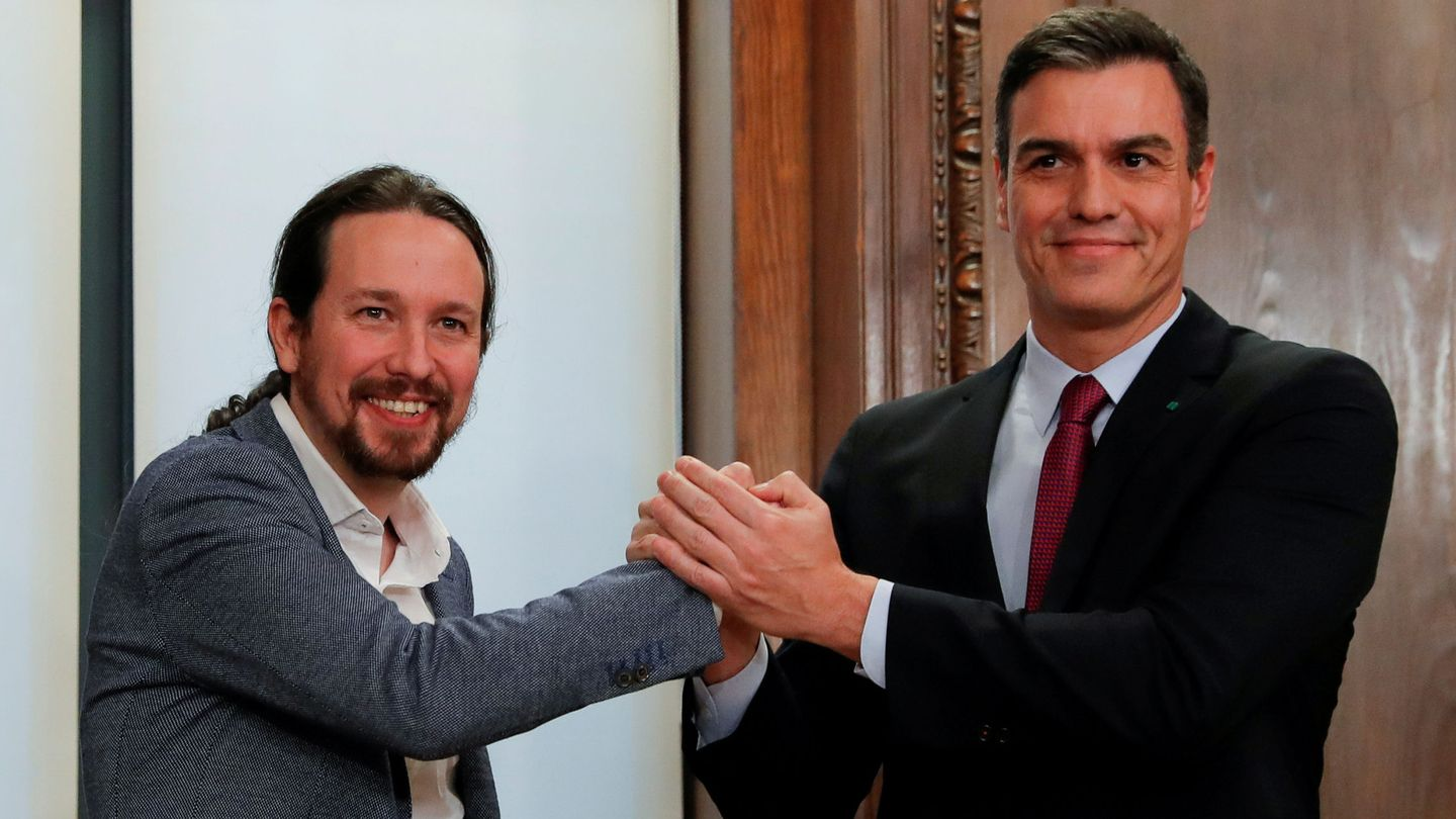 FILE PHOTO: Spain's acting Prime Minister Pedro Sanchez and Unidas Podemos (Together We Can) leader Pablo Iglesias shake hands as they present their coalition agreement at Spain's Parliament in Madrid, Spain, December 30, 2019. REUTERS Susana Vera File Photo