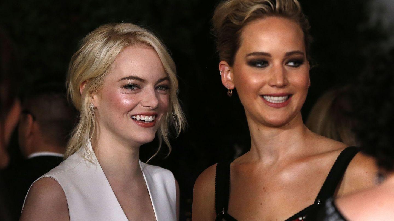 Jennifer Lawrence con su gran amiga Emma Stone. (Reuters)