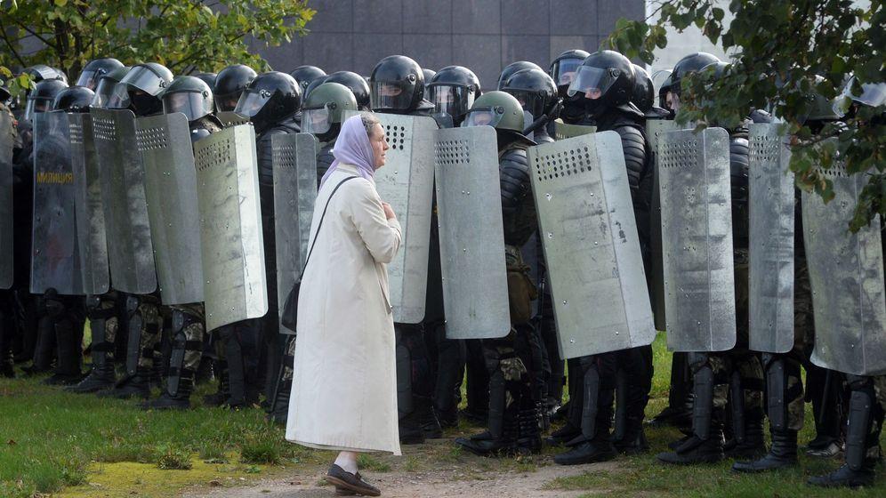 Foto: Multitudinaria protesta en Minsk antes de la reunión entre Lukashenko y Putin. (EFE)