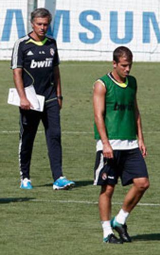 Foto: Atlético y Real Madrid negocian el traspaso de Van der Vaart