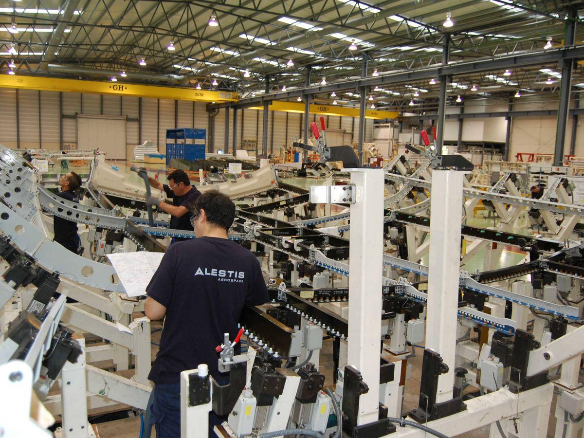 Foto: Empleados, en una de las factorías. (Alestis)