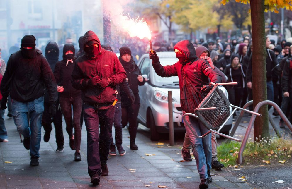 Foto: Imagen de archivo de un grupo de 'hooligans'. (EFE)