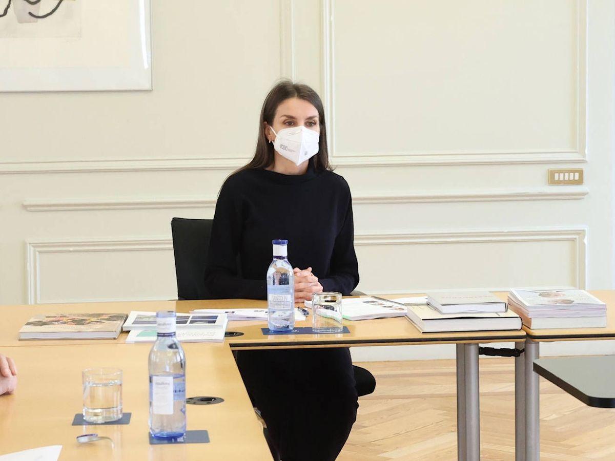 Foto: La reina Letizia, durante la reunión. (Casa Real)