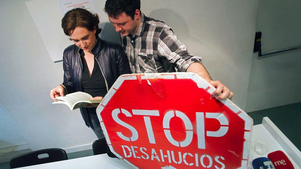 Foto: Los fundadores de la Plataforma de Afectados por la Hipoteca (PAH) Ada Colau y Adrià Alemany. (EFE)