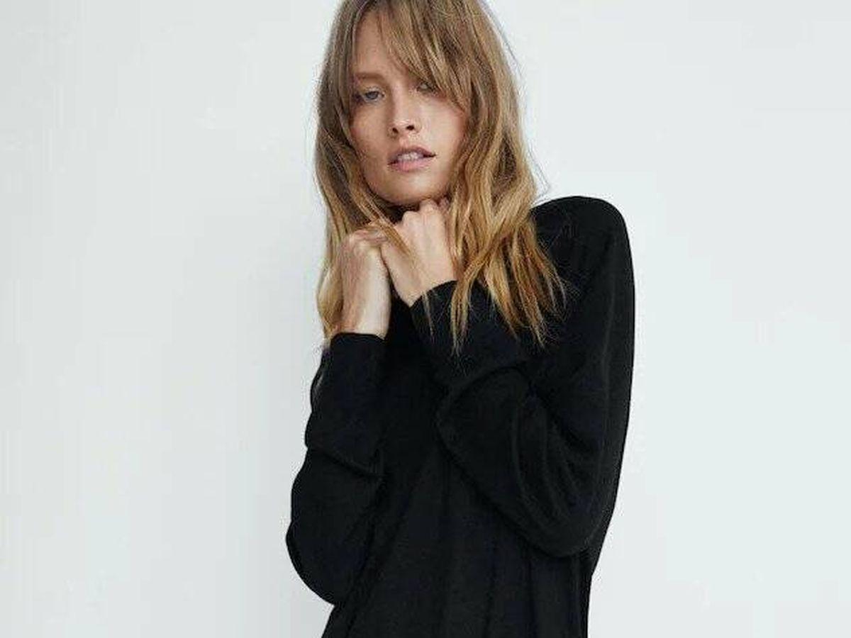 Foto: Vestido negro de punto de Massimo Dutti. (Cortesía)