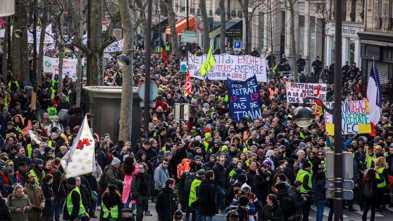 Unos 400 'chalecos amarillos' desafían al Gobierno francés y al coronavirus