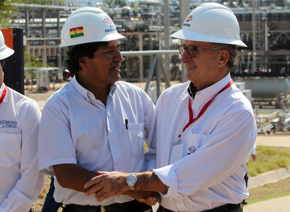 Foto: Foto de archivo del presidente de Bolivia, Evo Morales, junto con el presidente de Repsol, Antonio Brufau. (EFE)
