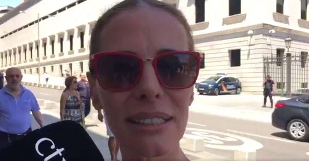 Foto: Paula Vázquez durante el vídeo. (Twitter)