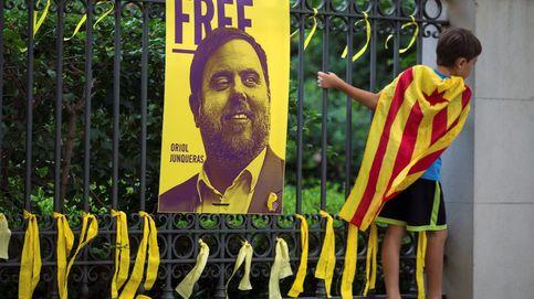 Mándame un WhatsApp o un email: catalanes se unen para denunciar los lazos