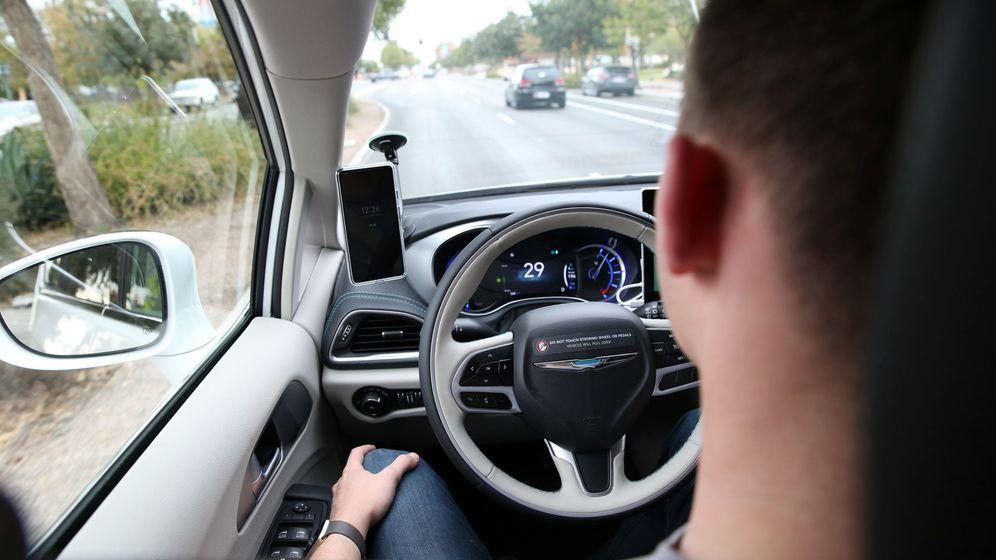 Foto: Interior de un coche autónomo de Waymo. Foto: REUTERS Caitlin O'Hara