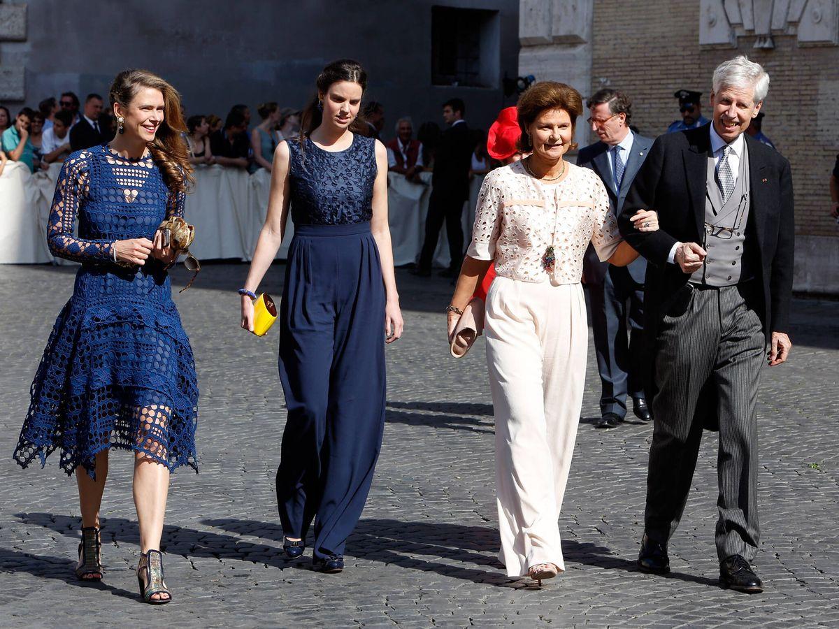 Foto: Annunciata y Astrid de Liechtenstein, con sus padres en la boda del príncipe Amadeo de Bélgica. (Getty)