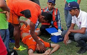 Fallece en Indonesia un jugador tras de ser embestido por un meta rival