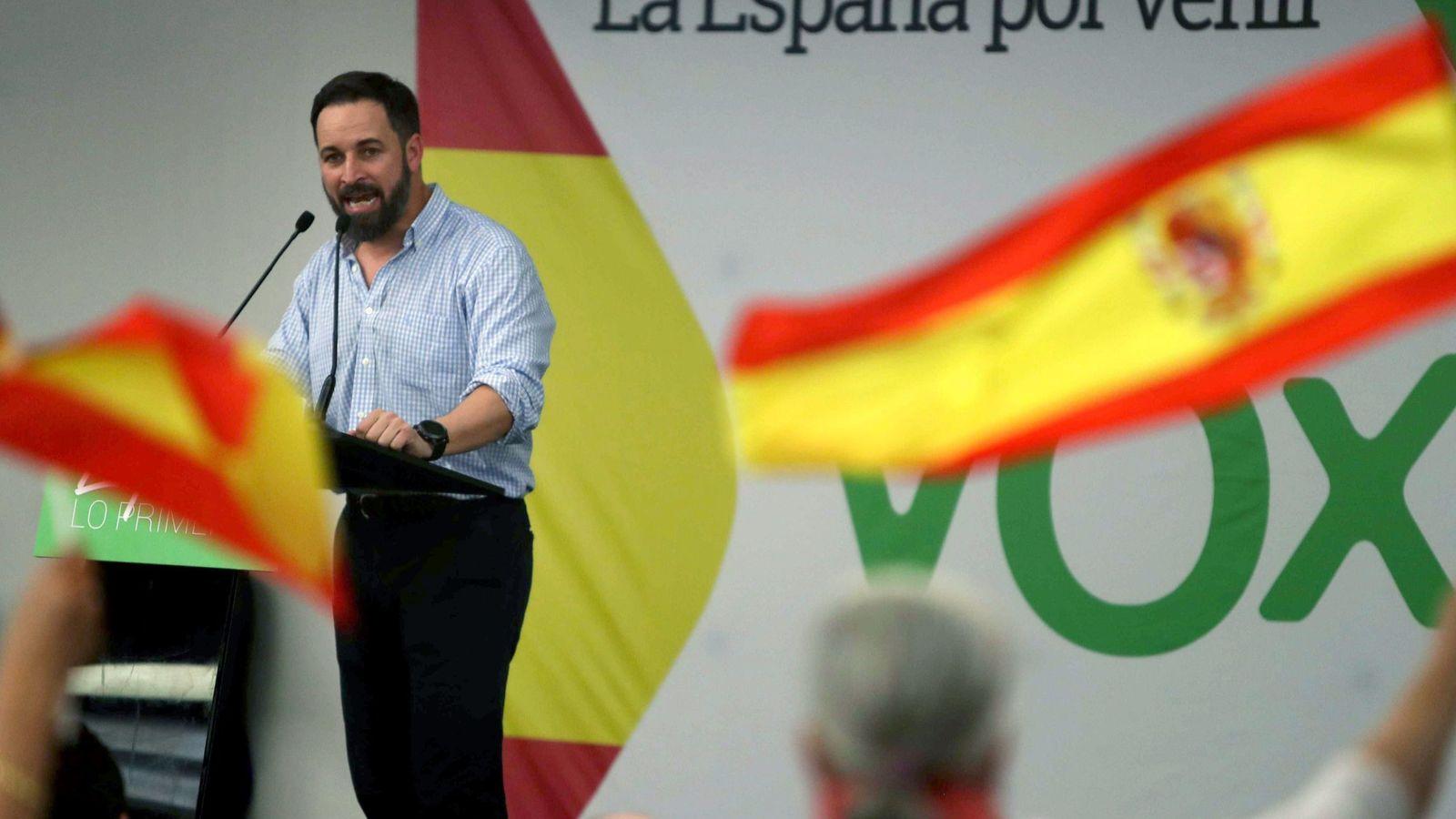 Foto: El presidente de VOX, Santiago Abascal, interviene en un acto del partido celebrado en Barcelona. (EFE)