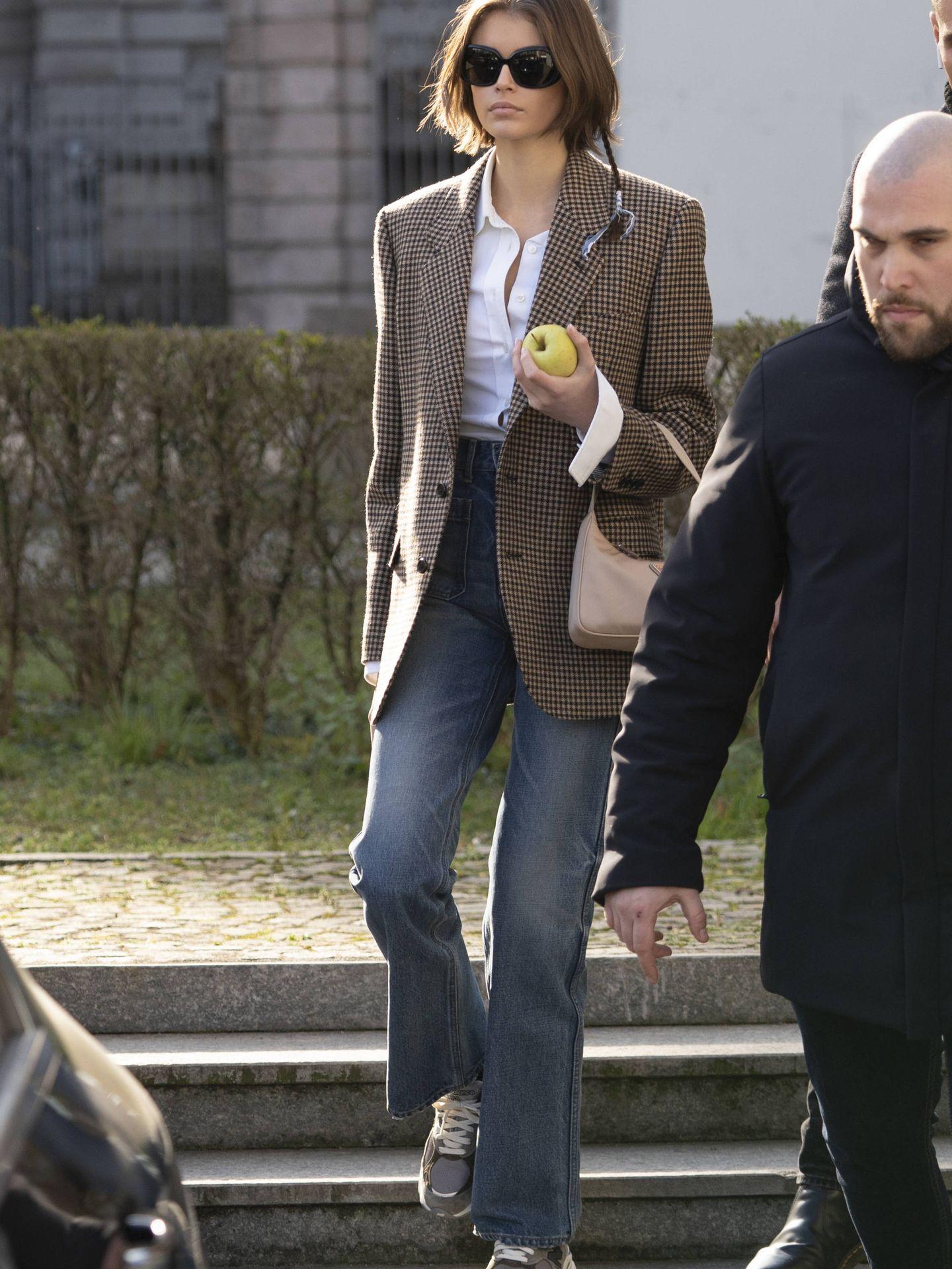 Kaia Gerber con un bolso 'baguette'. (Imaxtree)