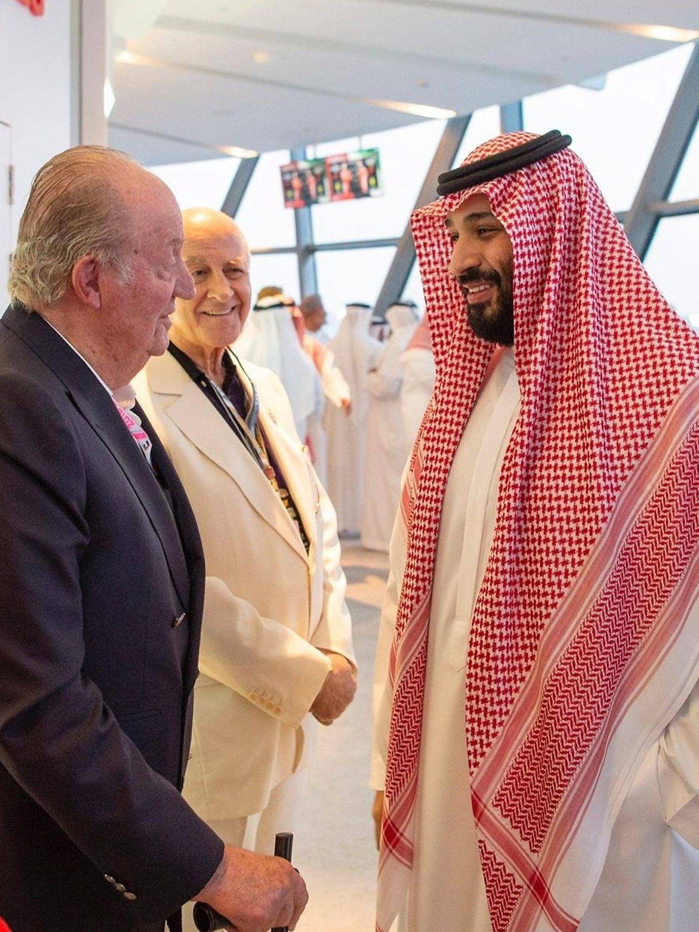 El Rey emérito junto al polémico saudí en 2018. (Cordon Press)