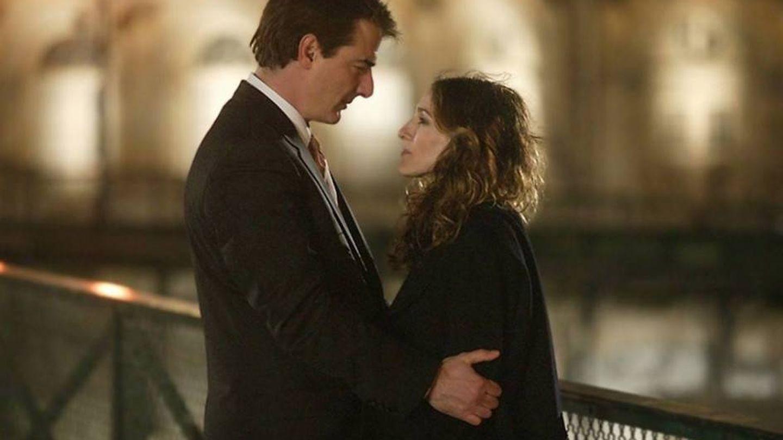 La escena final de 'Sexo en Nueva York' con Mr. Big y Carrie en París. (HBO)