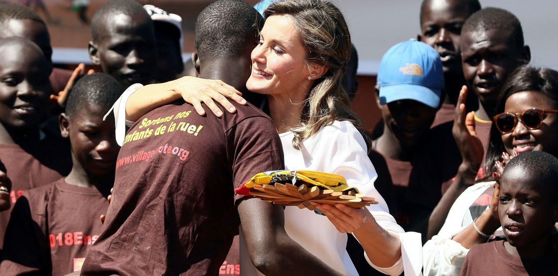 La Reina, durante su viaje de cooperación a Senegal en 2017. (EFE)