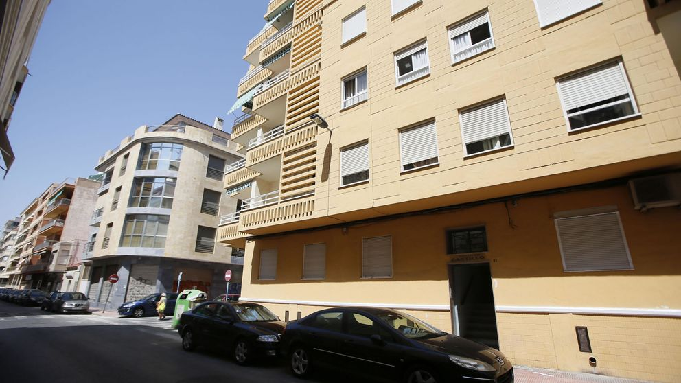 ¿Por qué Torrevieja se ha convertido en la ciudad de los colchones abandonados?