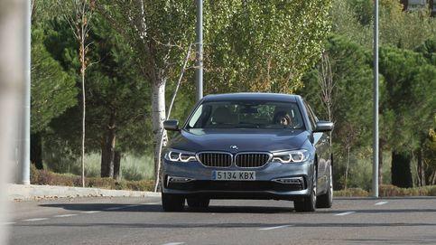 Relax en un atasco con el BMW Serie 5: frena y acelera solo siguiendo al coche de delante