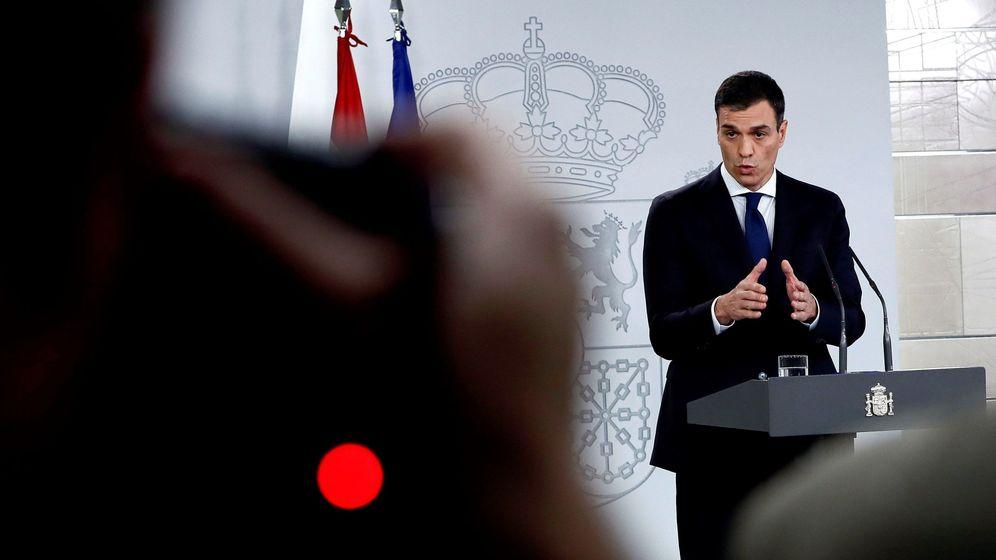 Foto: El presidente del Gobierno, Pedro Sánchez, durante la comparecencia en la que ha anunciado la composición de su Ejecutivo. (EFE)