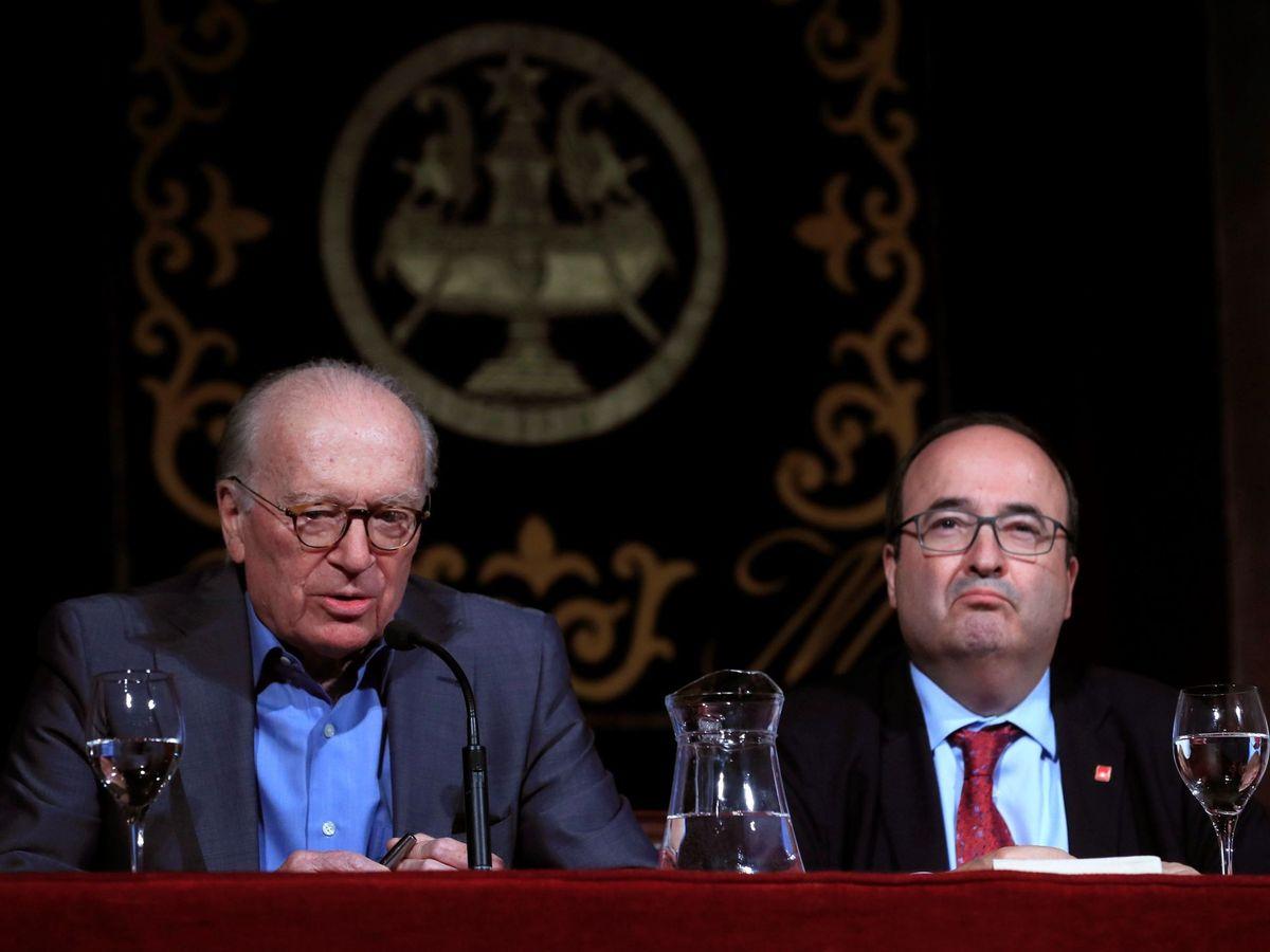 Foto: Nicolás Sartorius (i) junto a Miquel Iceta, en una conferencia en 2019. (EFE)