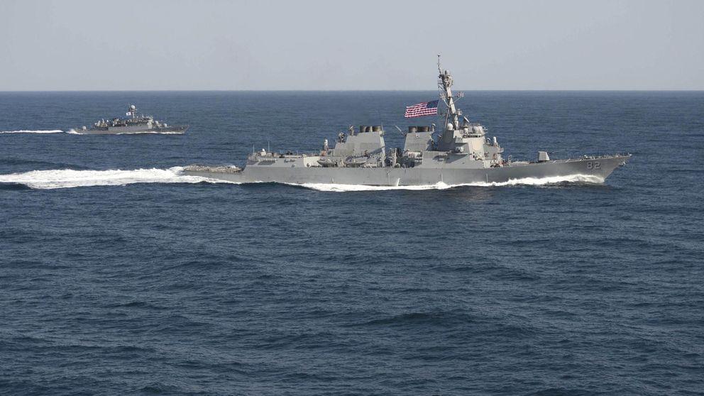 Un destructor de EEUU desafía a Pekín al navegar cerca de sus islas artificiales