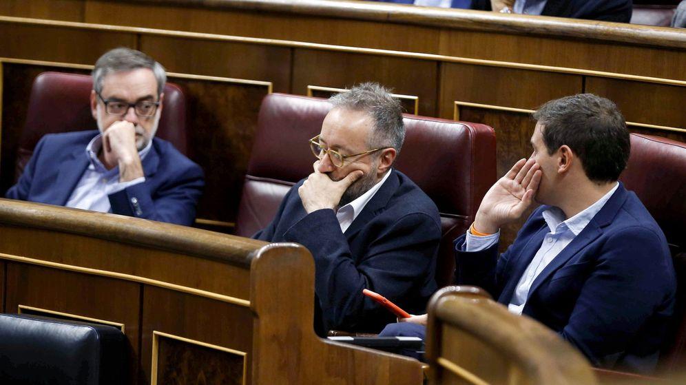 Foto: Albert Rivera, junto Juan Carlos Girauta y José Manuel Villegas, en el Congreso de los Diputados. (EFE)