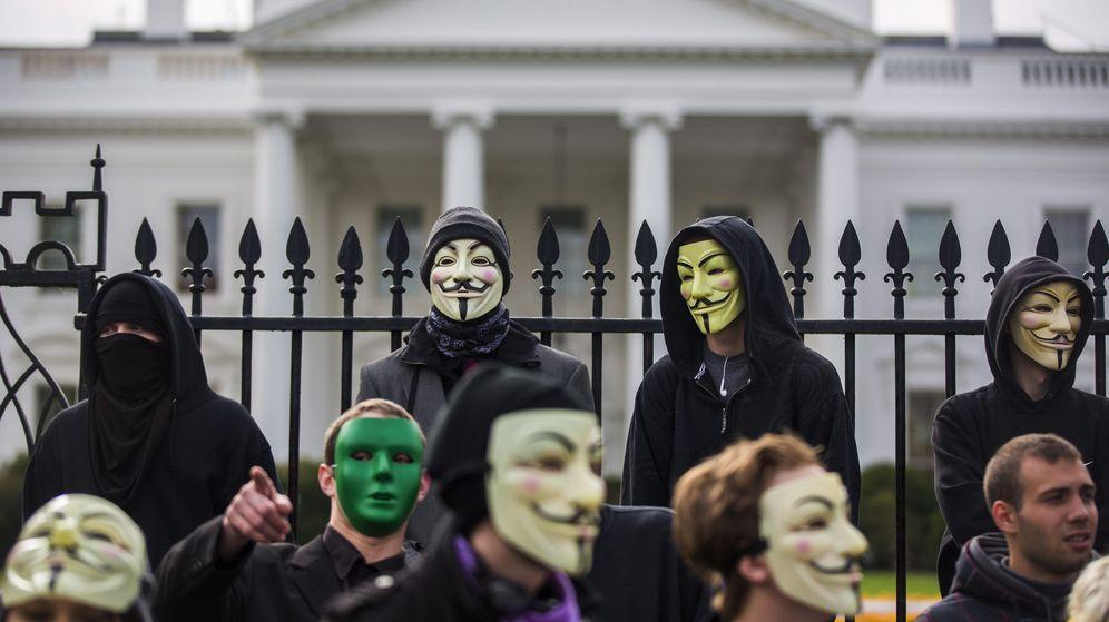 Foto: Varios miembros y simpatizantes de Anonymous. (EFE)