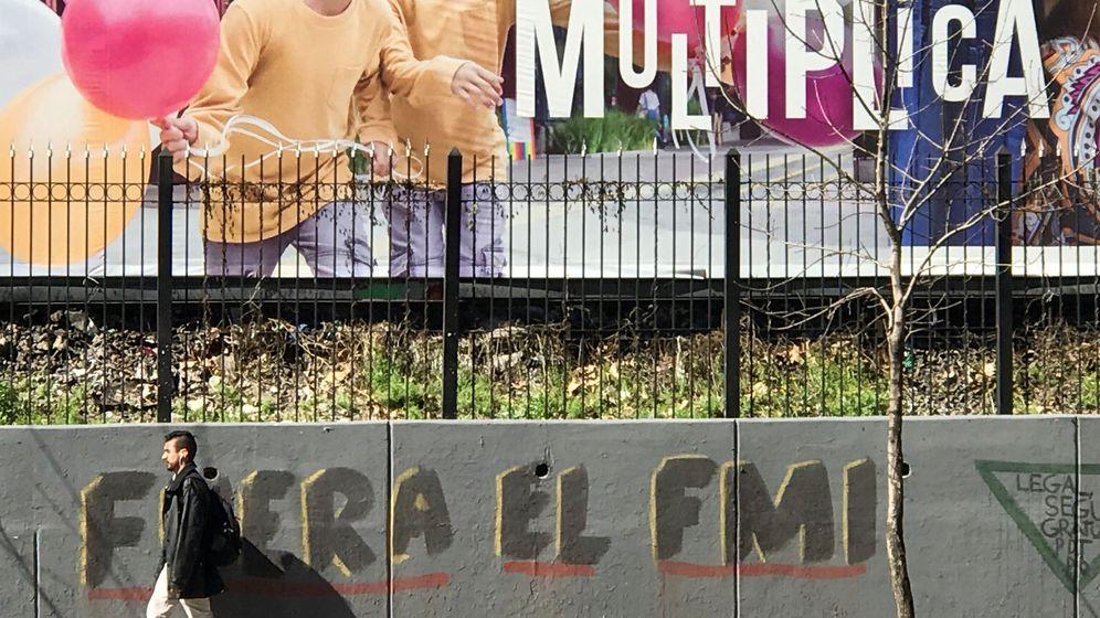 Foto: Un grafiti en Buenos Aires en protesta contra el FMI. (Reuters)