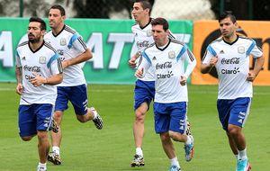 Argentina arropa a Messi por el sueño de ganar en el país enemigo