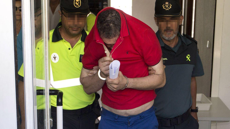 Habla el taxista al que embistió el guardia civil: Intentó saltar la valla para fugarse