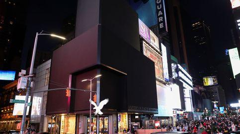 Times Square apaga sus luces como protesta contra aseguradoras durante la pandemia