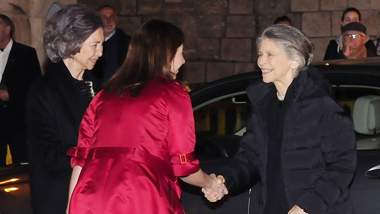 La reina Sofía y su hermana Irene antes del concierto.(Gtres)