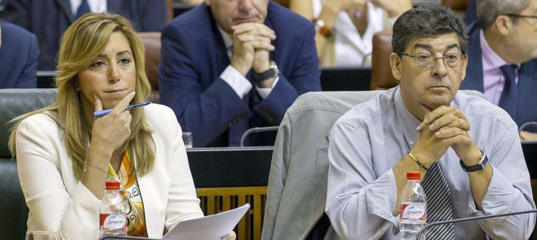 Foto: La presidenta de la Junta, Susana Díaz, y el vicepresidente, Diego Valderas (IU). (EFE)