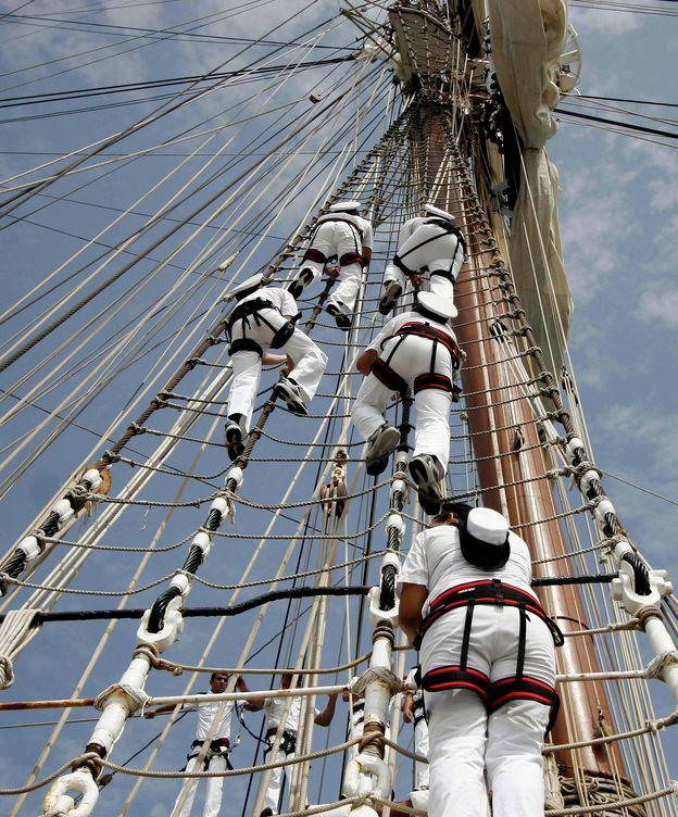 Foto: Cadetes de la Armada en el buque 'Juan Sebastián Elcano'. (EFE)