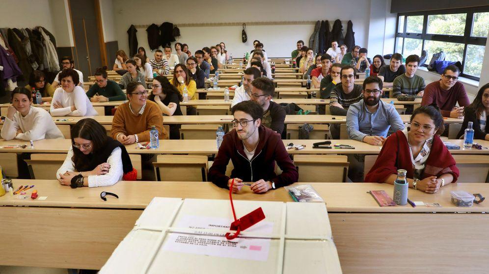 Foto: Aspirantes en el examen de MIR. (EFE)