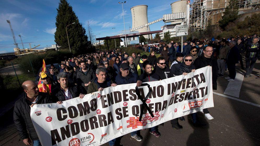 Foto: Los empleados de la térmica de Teruel se concentran hoy contra el cierre