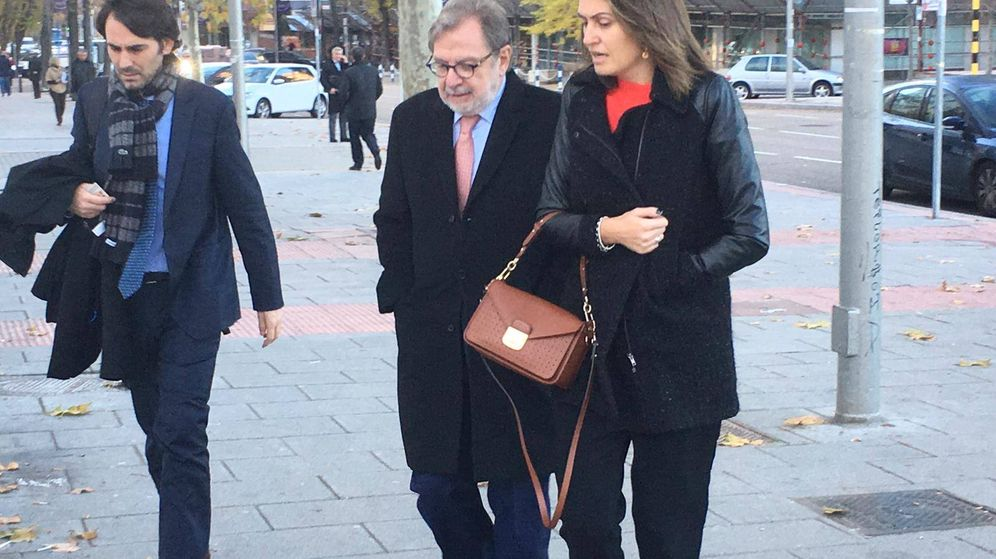 Foto: El expresidente del Grupo Prisa Juan Luis Cebrián, a su llegada al Juzgado de Primera Instancia número 5 de Madrid. (EC)