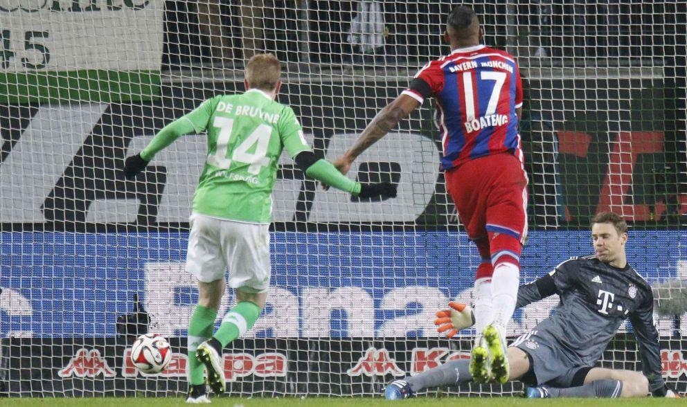 Foto: Kevin de Bruyne anota su primer gol a Manuel Neuer (Reuters).