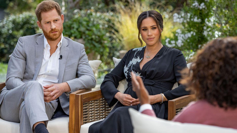 Los Sussex, con Oprah Winfrey durante la entrevista. (Reuters)