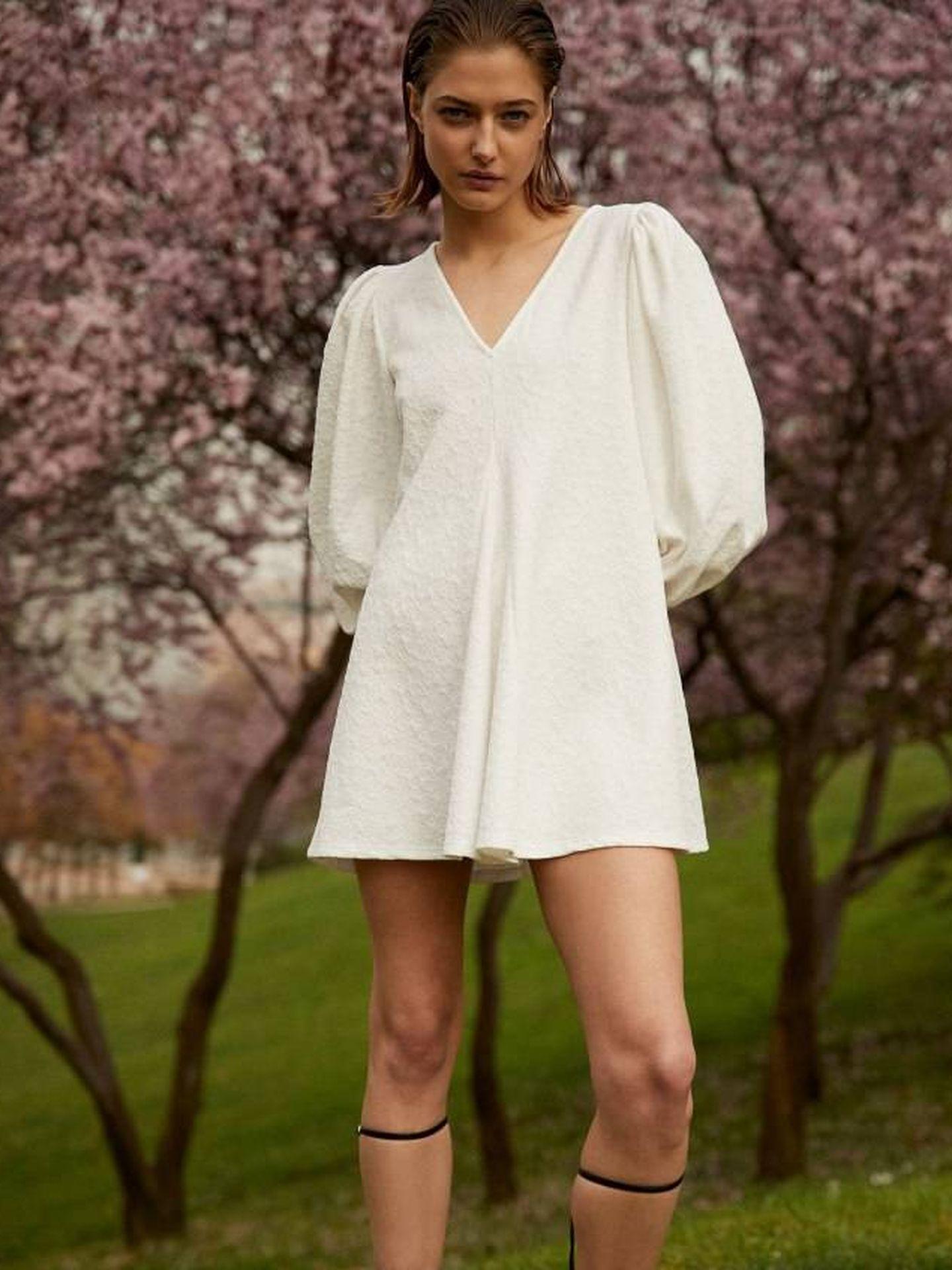 Vestido blanco de Sfera. (Cortesía)