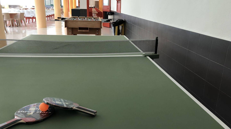 Ping-pong y futbolín, en el comedor. (Agustín Rivera)