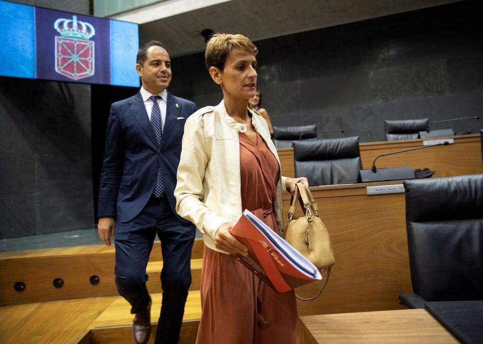 Foto: Ramón Alzórriz y María Chivite, en el Parlamento de Navarra. (EFE)