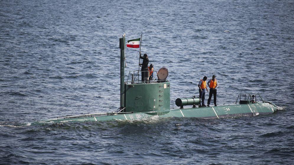 Foto: Un submarino con la bandera iraní. (Reuters)