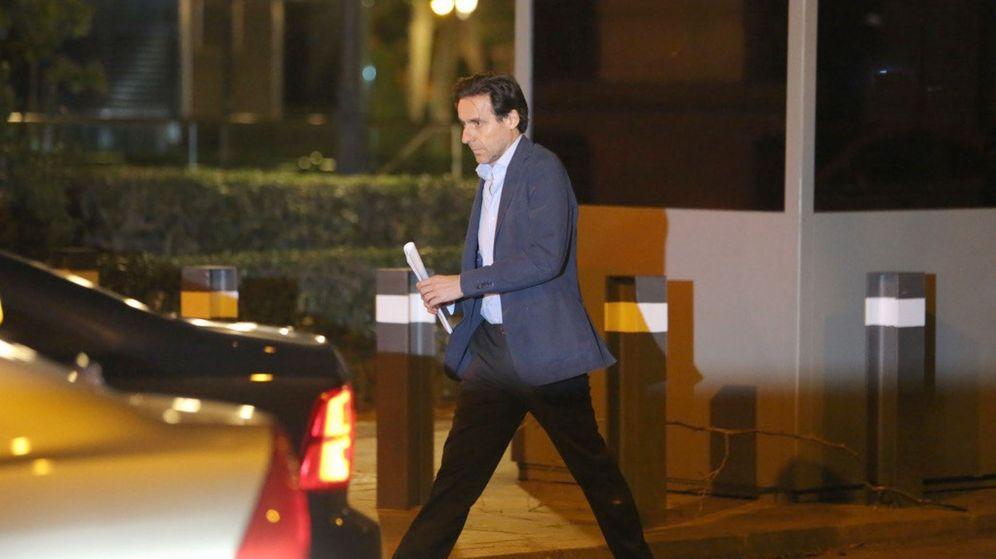 Foto: El exconsejero de OHL Javier López Madrid, a su salida de la Audiencia Nacional el pasado abril. (EFE)