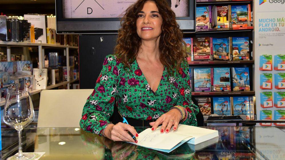 Foto: Mariló Montero, firmando ejemplares de su último libro. (Cordon Press)