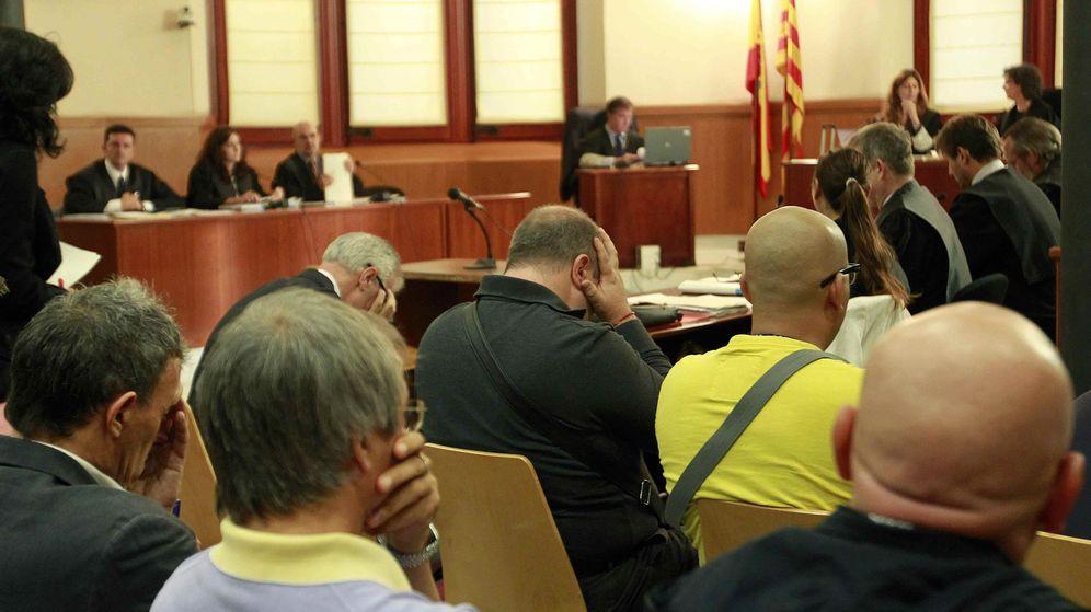 Foto: Los dueños de los macroprostíbulos, abogados e incluso policías se sentaron en el banquillo en 2013 por la trama del Saratoga y del Riviera. (EFE)